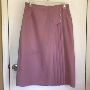 Dresses & Skirts - A dusty rose poly skirt sz 17/18 with pleat detail